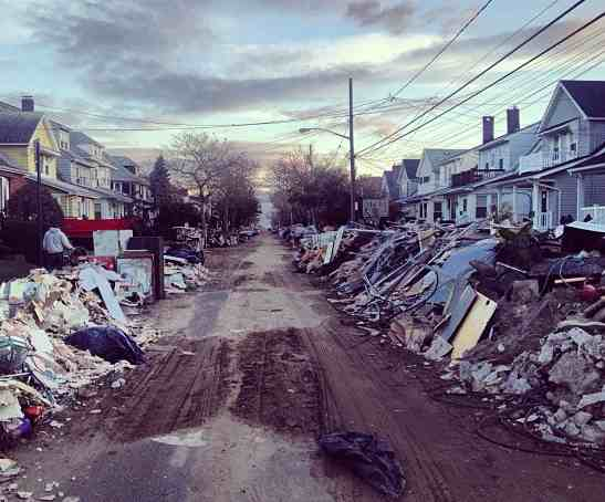 Rockaways neighborhood devastation, Ma neeks Flickr - CC