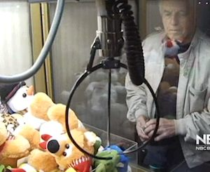 man masters tuffed toys claw machine - NBCvid