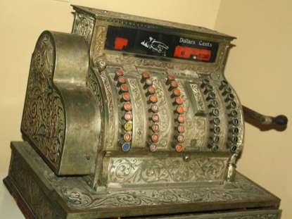cash register antique-Gladtobeout Morguefile