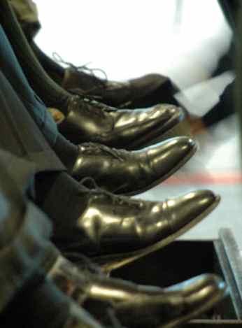 shoe-shine stand Pdell via Morguefile