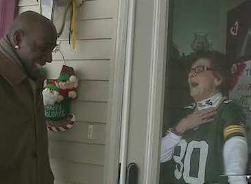 surprised fan in doorway-Fox-video