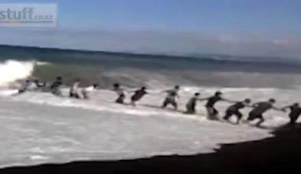 human chain new zealand saves boy-CellphoneVid