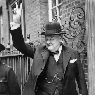 Churchill_V_sign_1940-pubdomain