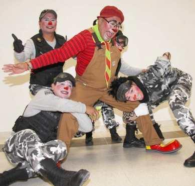 Police clown unit - Photo from Enfasis Comunicaciones