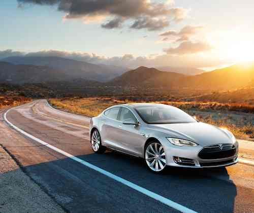 Tesla S road photo