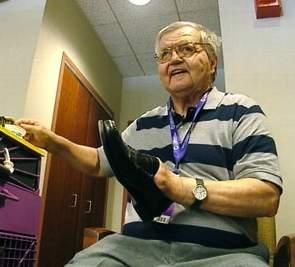 shoeshiner philanthropist Pittsburgh hosp-ABCvid