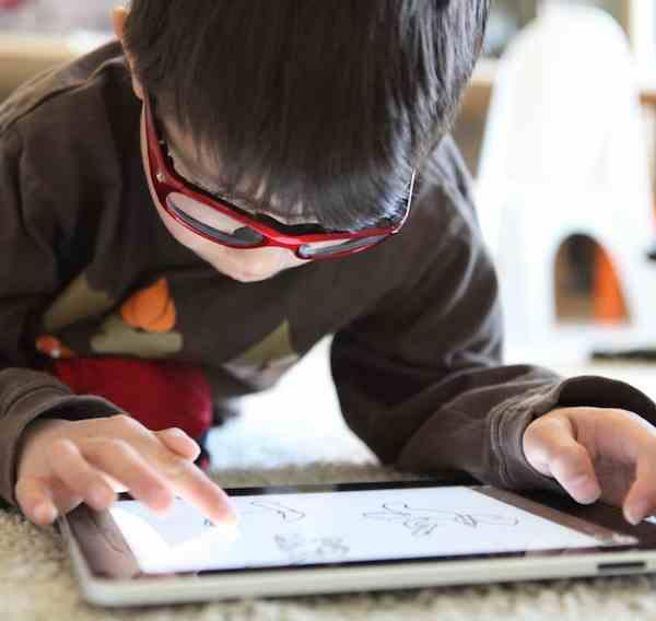 iPad-boy-CC-aperturismo-Foter