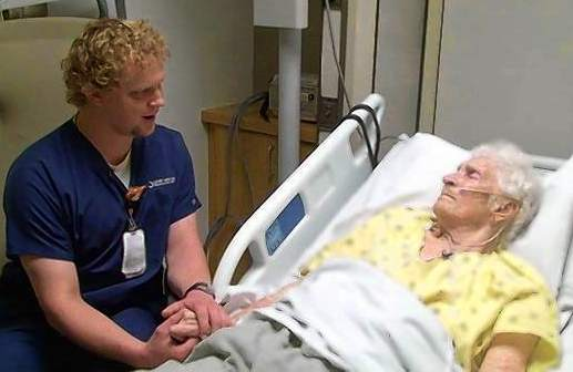 nurse sings to elderly patient-LATimesVideo
