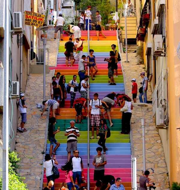 rainbow stairs Turkey- Gürol Demirutku-Twitter