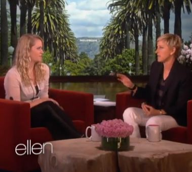 Ellen rewards waitress who bought lunch for service members