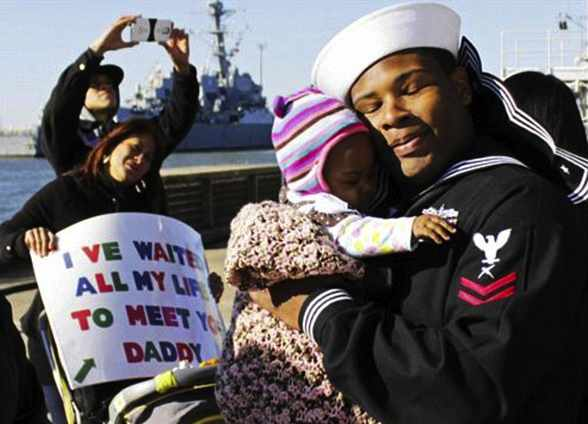 Navy homecoming Dad meets baby daughter-USNAVY