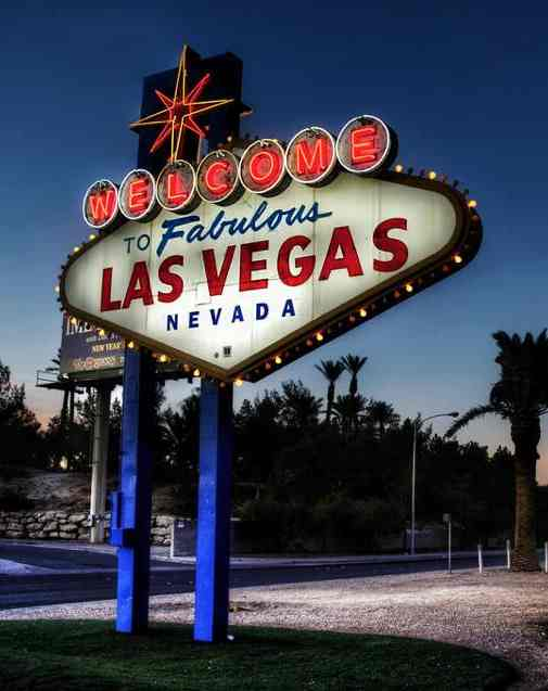 Vegas sign-Flickr-cc-wbeem