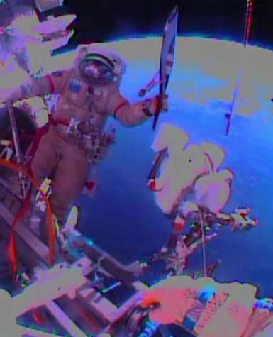 astonaut carries Olympic torch in space-NASA