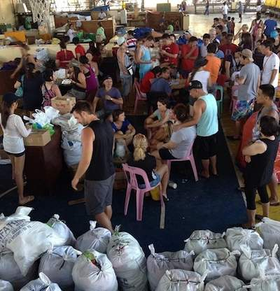 relief supplies packed by tourists-ArnoldBillSo-CNNiReport
