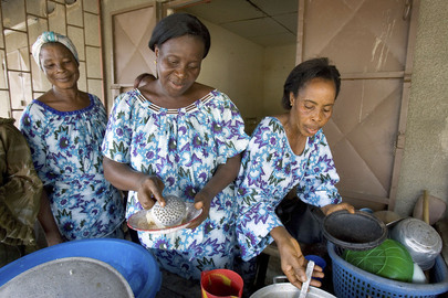 women-cooking-ivorycoast-usaid
