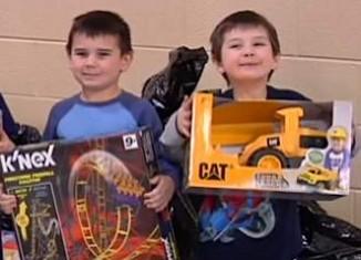 Toy giveaway kids receive-WBKOvid