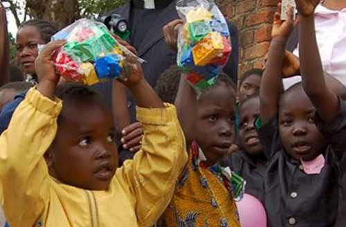African kids with Legos-UNHRC-500-wide