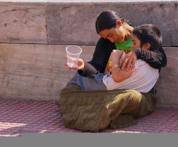 homeless mother and boy-Athens-CC-Flickr-Ed Yourdon
