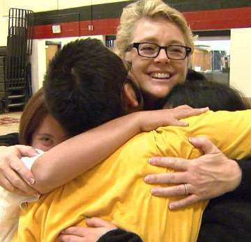hugs for students from teacher-WCNCvid