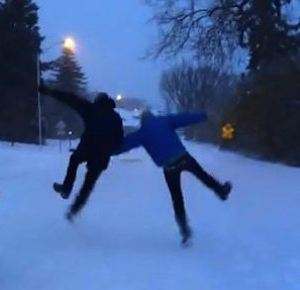skipping in the snow-AppleIncAd