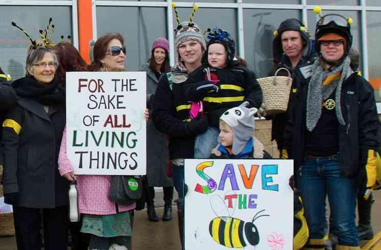 Bee protest Home Depot Liz Welch-OrganicConsumersAssn