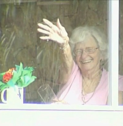 School  39 s Tidal Wave of Thanks For Old Lady Who Waves Every