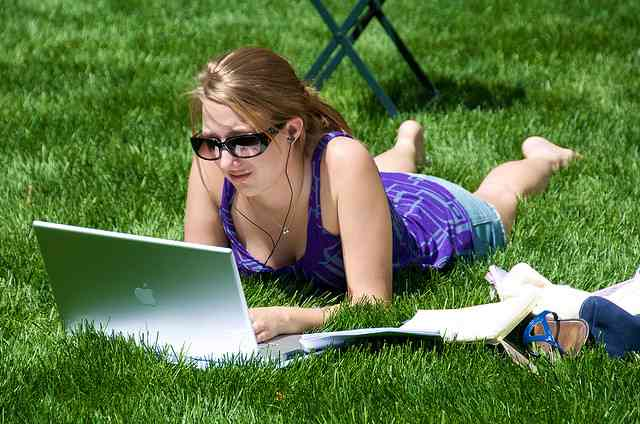 laptop_in_the_park-NYC-Ed_Yourdon-Flickr-CC