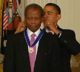 poitier-gets-medal-obama.jpg
