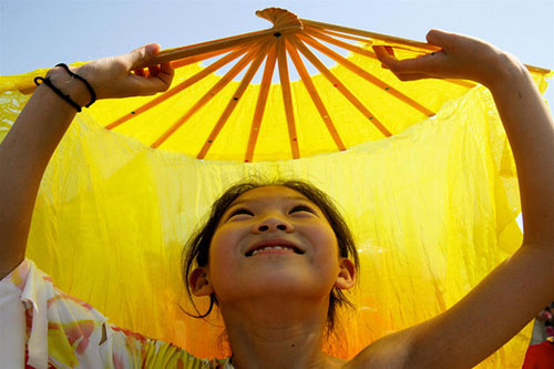 Chinese girl dances with fan -Giacomo Pirozzi/UNICEF
