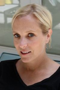 Dana Reinhardt-author pic