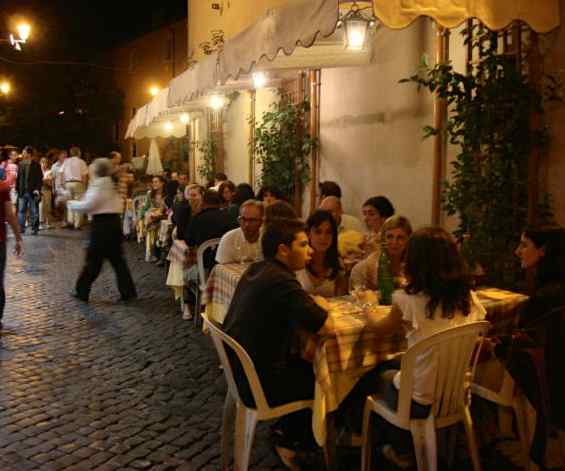 Rome sidewalk dining-scalleja-Flickr-CC
