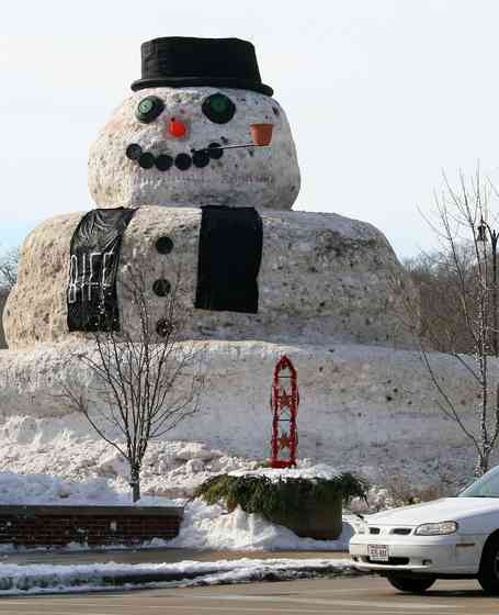 snowman giant-Flickr-CC-Marks Postcards From Beloit