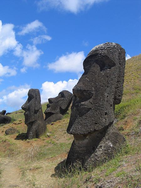 Easter Island heads-CC-Aurbina