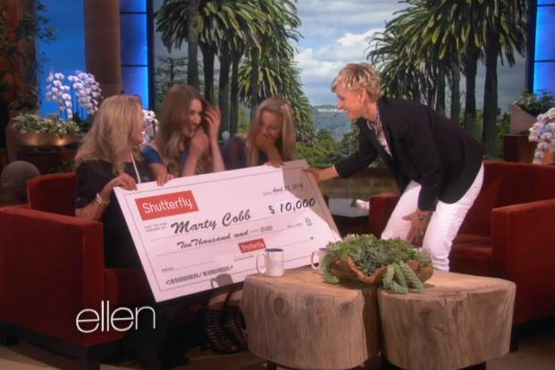 Ellen_gives_check_to_airline_stewardess