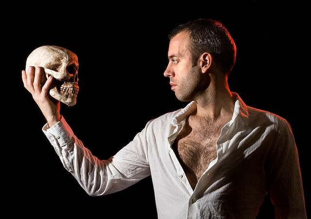 http://www.goodnewsnetwork.org/wp-content/uploads/2014/04/Hamlet_actor-Flickr-placbo.jpg