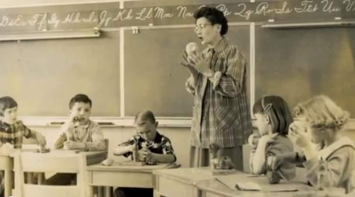 classroom_1950s_Miss_Azella_Taylor-familyphoto-ws