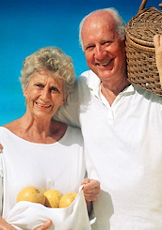 elderly-couple-w-apples