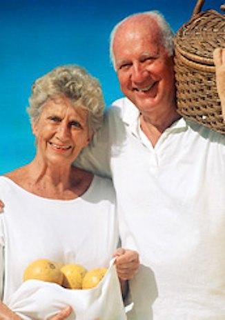 elderly-couple-w-apples