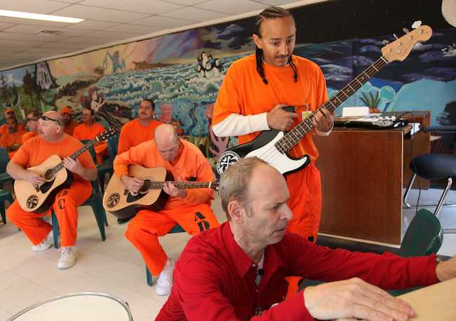 Jail-Guitar-Doors-photo-AZ-state_prison-musicians
