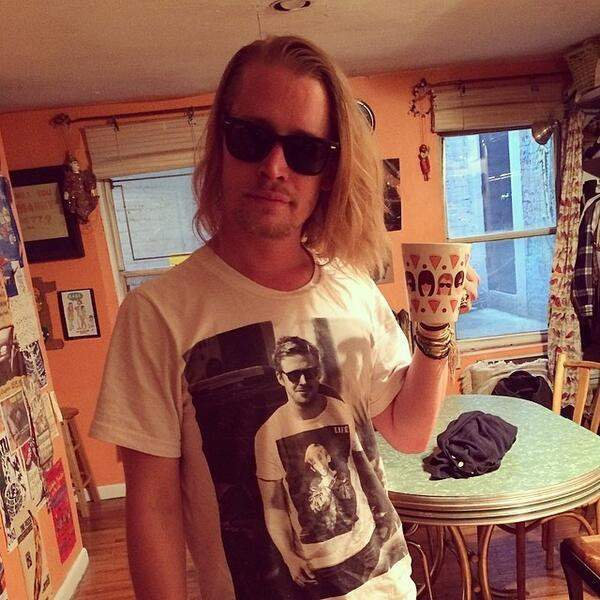Macaulay-Culkin-wearing-ryan-gosling