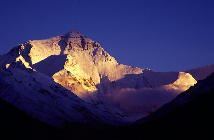 Mount_Everest-sunset-Huai-Chun_Hsu-Flickr-CC