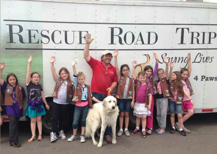 Resuce_Road_Trip-dog_with-dad_and_girlscouts