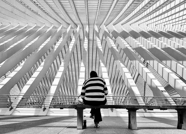 geometric-patterns-on-building-bench-Flickr- GeorgiePauwels-CC