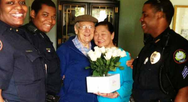 police-help-senior-buy-wife-flowers
