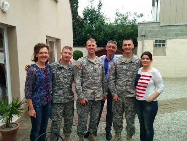 French-family-hosts-US-soldiers-ArmyPhoto