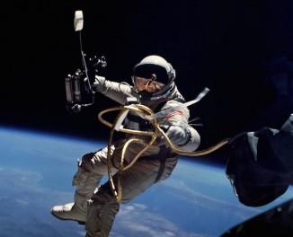 NASA-EdWhite-first-space walk-1965