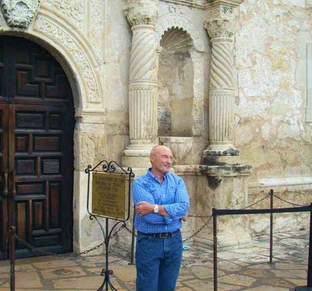Phil-Collins-at-the-Alamo-AlamophotoFB