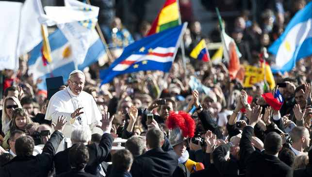 Pope_Francis_with_flags-flickr-CC-Catholic-Church