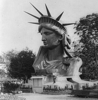 statue of liberty head displayed in Paris-pubdomain