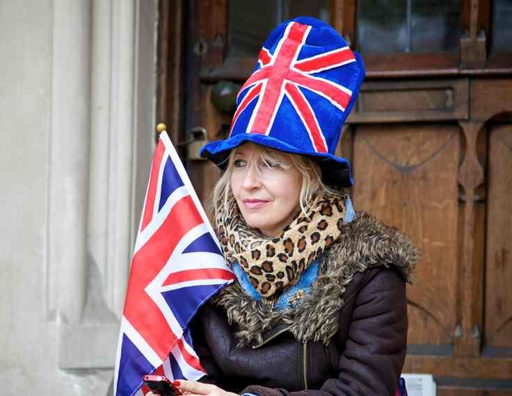 British_flag-on_Royal-watcher-cc-Aurelien_Guichard